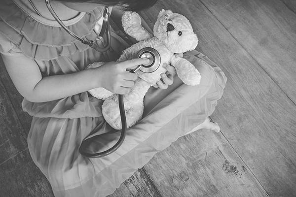 Child diagnosing bear